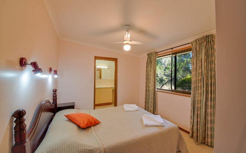 Morrison Cottage bedroom with queen bed at Glen Ayr Cottages