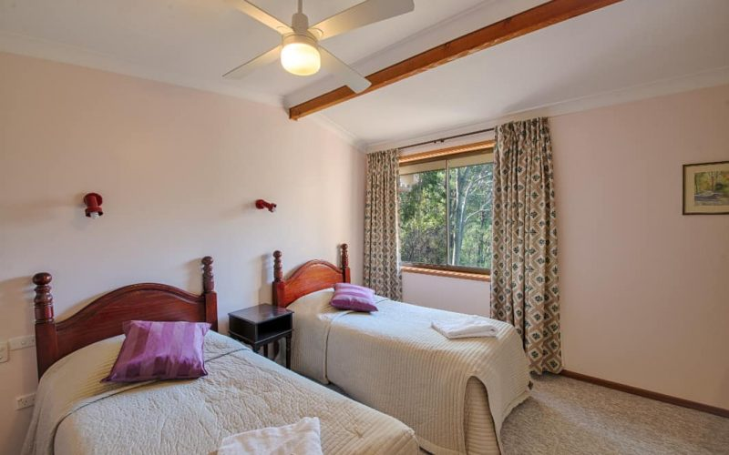 Morrison Cottage bedroom with twin single beds at Glen Ayr Cottages
