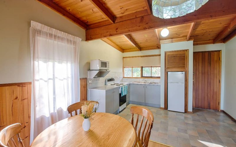 Murray Cottage kitchen and dining area at Glen Ayr Cottages