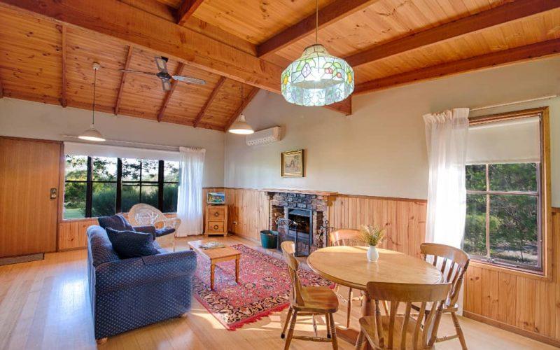 Murray Cottage living area at Glen Ayr Cottages
